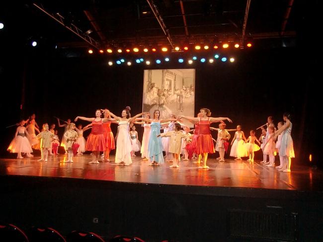 L'école de danse au complet sur scène